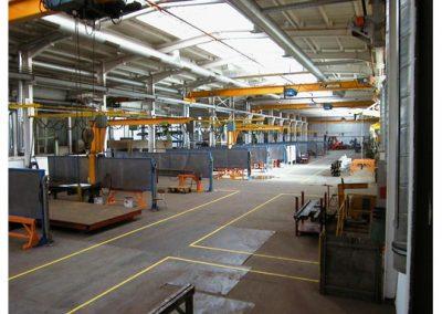 AIRTEC Absauganlagen in Fabrikhalle